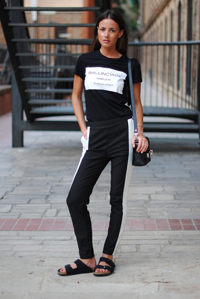 minimal-look-balck-white-pants-birkenstock-sandals