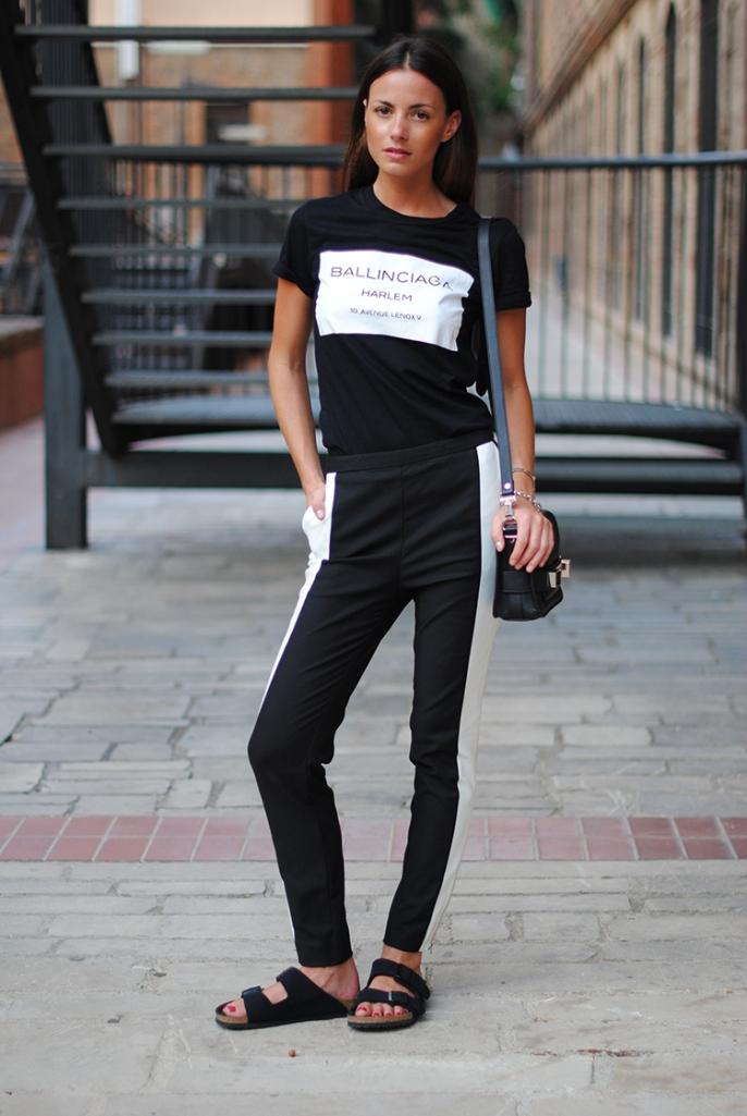 minimal-look-balck-white-pants-birkenstock-sandals