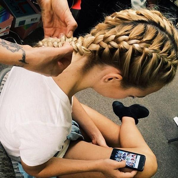hair-style-braid-tranca-embutida-backstage